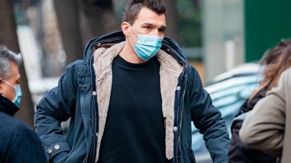 Манджукич минава медицински прегледи в Милано