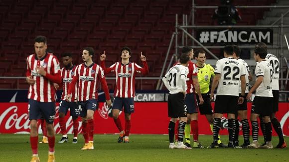 Атлетико Мадрид обърна Валенсия с 3:1 и дръпна със седем точки на върха