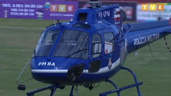 Хеликоптер с доставка на ваксини срещу Covid-19 забави начало на мач