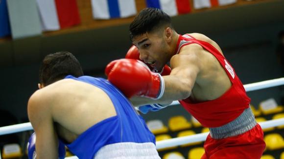 Даниел Асенов с трудна победа след здрава битка с грузинец