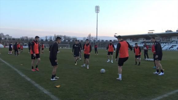 Локомотив (Пд) тренира усилено преди двубоя срещу Етър